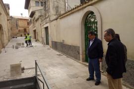 El Ajuntament de Muro repara el pavimento de todo el casco antiguo