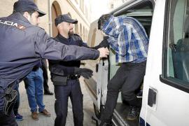 Piden 40 años de cárcel al joven que mató a su vecina en es Fortí y quemó la casa