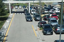 Los aparcamientos de Son Espases, saturados