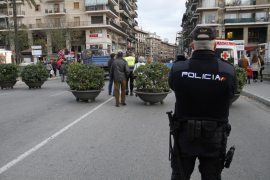 Detenido por destrozar trece coches en Palma tras perder 1.000 euros en una tragaperras