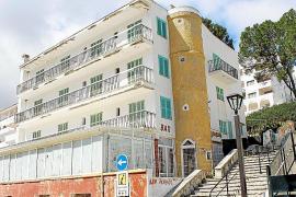El Ajuntament de Pollença autoriza el derribo del Hostal Mayol en la Cala Sant Vicenç