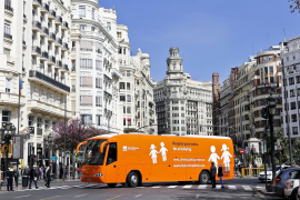 El bus de HazteOir llega a Valencia escoltado por la Policía Nacional