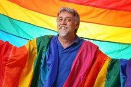 Fallece a los 65 años Gilbert Baker, creador de la bandera arcoíris