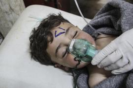 Decenas de muertos tras un ataque con gas en provincia rebelde de Siria