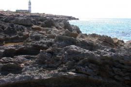 Detenidos ocho inmigrantes que llegaron en patera a Cap Salines