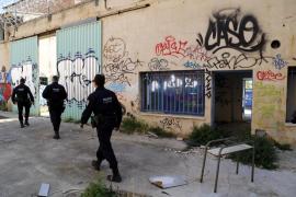 La policía inspecciona la cárcel antigua de Palma, que ha sido tomada por okupas