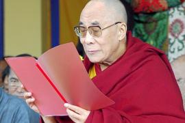 El Dalai Lama deja en manos de los ciudadanos su liderazgo en el Tíbet