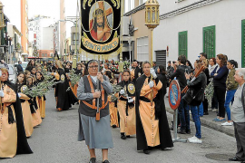 La cofradía de Santa Mónica recorrió en procesión el barrio de Els Hostalets