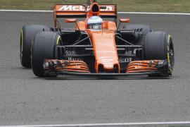 Alonso: «Rodar por delante de Bottas es lo más surrealista que me ha pasado»