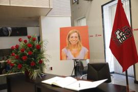 Propios y 'extraños' rinden homenaje a Carme Chacón