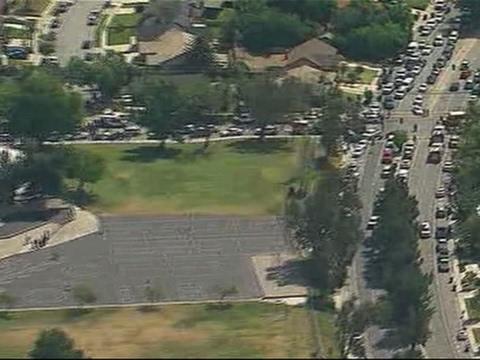 Dos adultos mueren y varios adolescentes resultan heridos en un tiroteo en una escuela de primaria