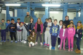 Alumnes de 4rt i 5è de primària del CEIP Els Tamarells de S'Arenal visitaren RCD Mallorca i Grup Serra