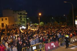 Más de mil personas protestan contra el juez que ordenó el cierre del puente de Porto Cristo