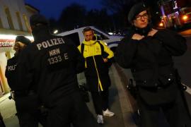 La policía alemana señala que ha habido «tres explosiones» junto al autobús del Borussia