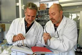 Detenidos dos catedráticos de la UIB por estafa con un falso medicamento contra el cáncer