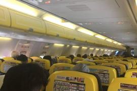 Miles de pasajeros atrapados en aviones con origen y destino Mallorca