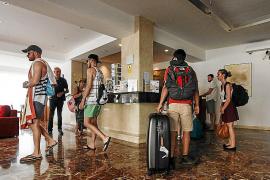 La CAEB y hoteleros critican al Govern por el afán recaudatorio de la ecotasa