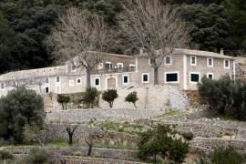 El Parlament aprueba la propuesta del PI para rehabilitar las casas de Planícia y hacer un refugio