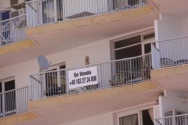 El Govern y las entidades financieras estudian soluciones para dar salida al stock de viviendas