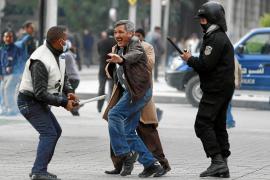La oposición abandona el Gobierno de Túnez tras volver las protestas