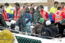 La llegada de inmigrantes clandestinos a España se redujo a la mitad en 2010