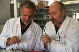 Los dos catedráticos de la UIB, Xavier Busquets y Pablo Escribá,