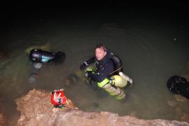 Desaparece un buceador de 54 años en una cueva de Cala Romántica
