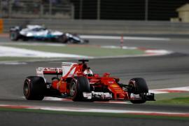 Vettel logra en Bahréin su segunda victoria del año y asume el liderato