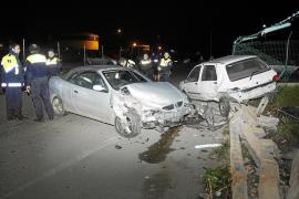 Detenido un conductor ebrio que se llevó por delante 20 metros de muro de la EMT de Palma
