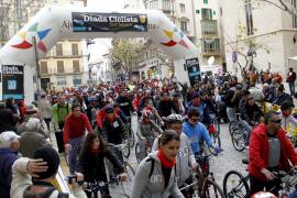 Más de 10.000 personas participan en la Diada Ciclista