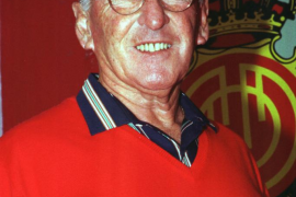 Fallece Ángel Cobo, el primer jugador argentino que fichó por el Mallorca