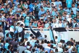 Fallece un hincha de un club argentino tras ser golpeado y arrojado en la tribuna