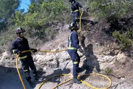 Los servicios de extinción apagan tres incendios forestales en Sant Josep