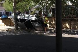 Un conductor vuelca con su coche en Manacor minutos después de asegurarlo