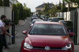 Ignacio González abandona su domicilio acompañado por guardias civiles tras 10 horas de registro