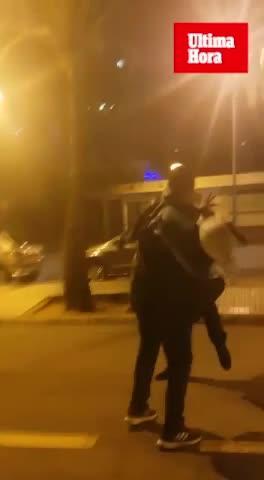Graban una agresión de un gorrilla a un empresario en el Passeig Marítim de Palma
