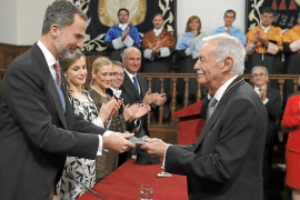 Mendoza dice al recibir el Cervantes que «vivimos tiempos convulsos»