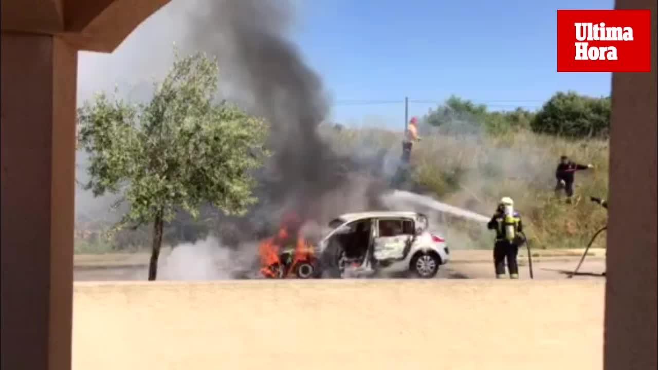 Un incendio calcina un coche en una urbanización de Inca