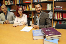 Ernesto Medio, Gloria Gutiérrez y Borja Moreno, en el Instituto de Medicina Legal.