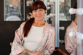 Paquita Ribas: «Mi pasión por la peluquería viene desde bien pequeña cuando cortaba las fotos a mi madre y el pelo a las muñecas