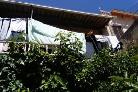 Una mujer, herida grave al caer mientras tendía la ropa en sa Pobla