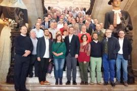 El Ayuntamiento de Palma homenajea a 56 trabajadores de la EMT que se jubilan o cumplen 25 años en la empresa