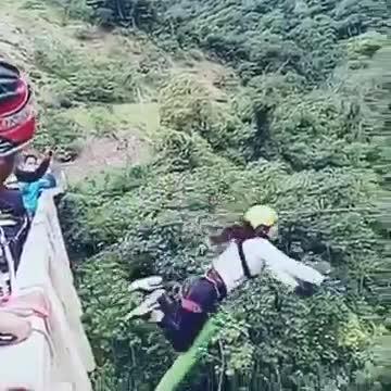 Sobrecogedor accidente de 'puenting' en Bolivia