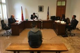 El joven que mordió a un menor en un tren de Inca acepta seis meses de cárcel