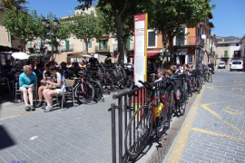 'Invasión' de bicicletas en la plaza de Bunyola