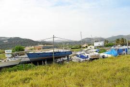 Andratx ordena el cierre de las marinas secas en las parcelas rústicas de la carretera del Port