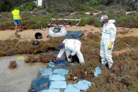 Retirada una tonelada de residuos de la zona afectada por el vertido en s'Estany des Peix