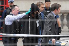 Detenido un hombre con dos cuchillos cerca del Parlamento británico