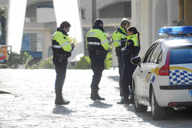 Tres ladrones agreden con un bate de béisbol a una mujer de 70 años en su casa del Port d'Andratx