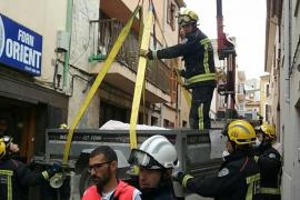 Muere una mujer con obesidad mórbida sacada en grúa de su casa por los bomberos